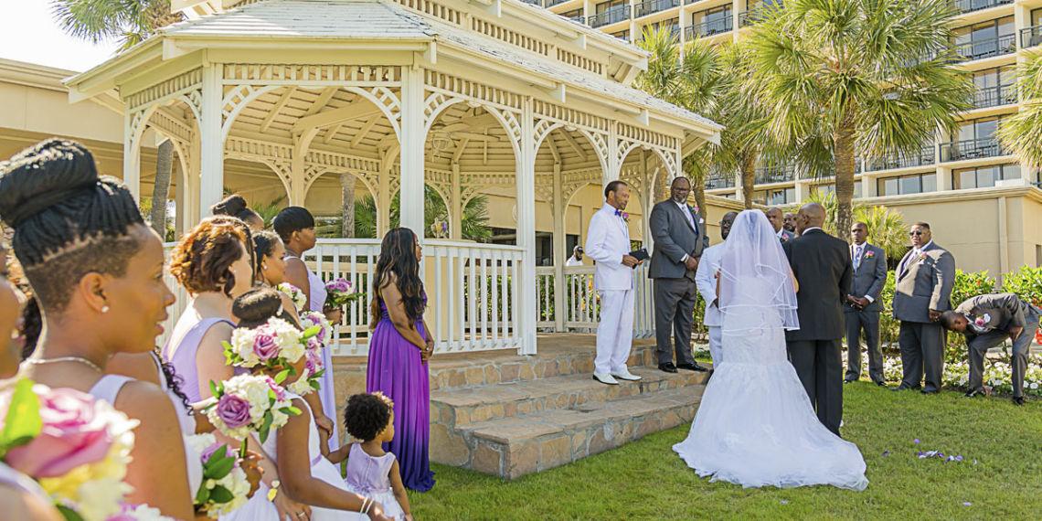 Indoor vs. Outdoor Weddings